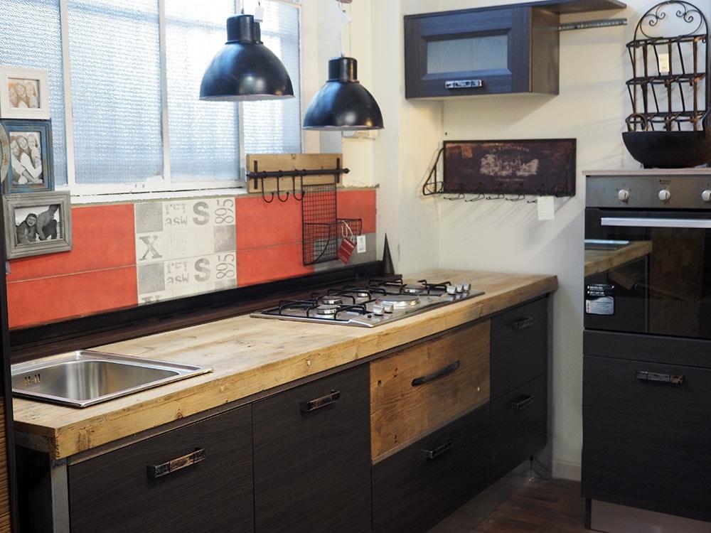 cucina moderna industrial con top legno massello completa di elettrodomestici...