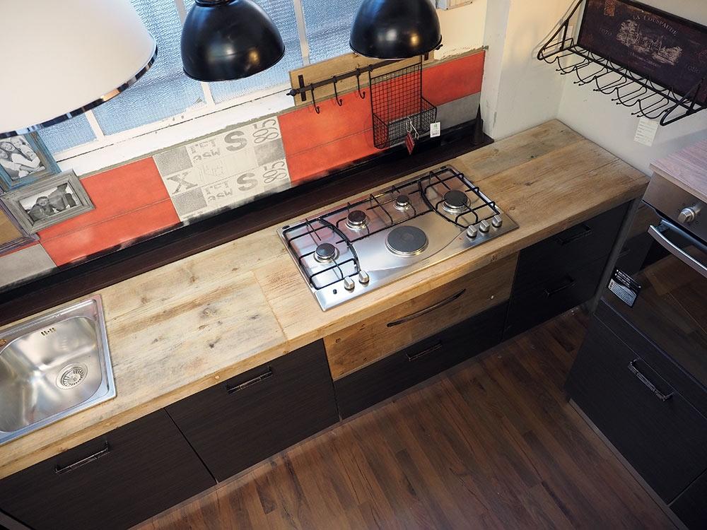 Cucina moderna industrial con top legno massello completa - Piano lavoro cucina legno ...