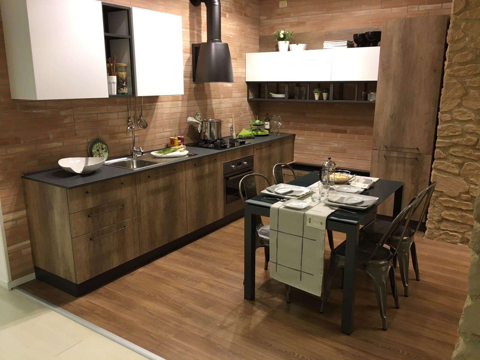 Cucina moderna industrial essential moderna in offerta for Cucina moderna 330