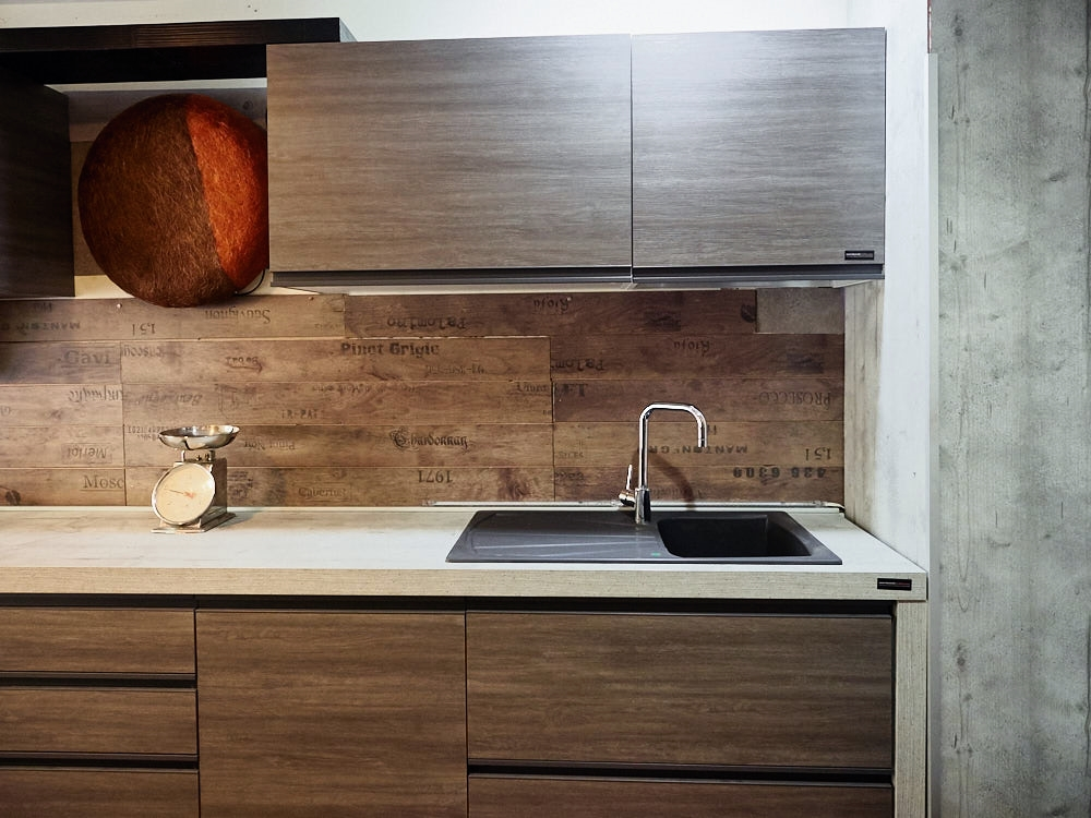 Cucina moderna industrial grigia con maniglia integrata - Outlet arredamento cucine ...