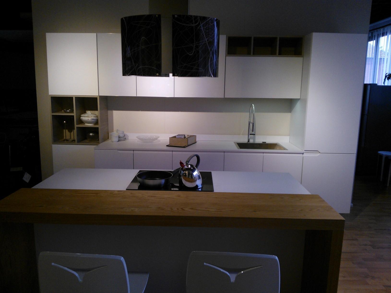 Cucina moderna laccato bianco met prezzo cucine a for Cucina moderna 3 60