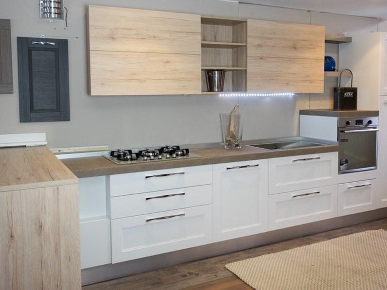 Cucina moderna legno white e rovere in offerta convenienza for Cucine di design outlet