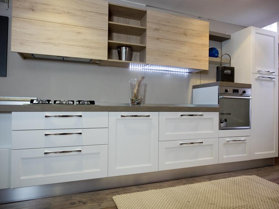Cucina moderna legno white e rovere in offerta convenienza - Verniciare pensili cucina ...