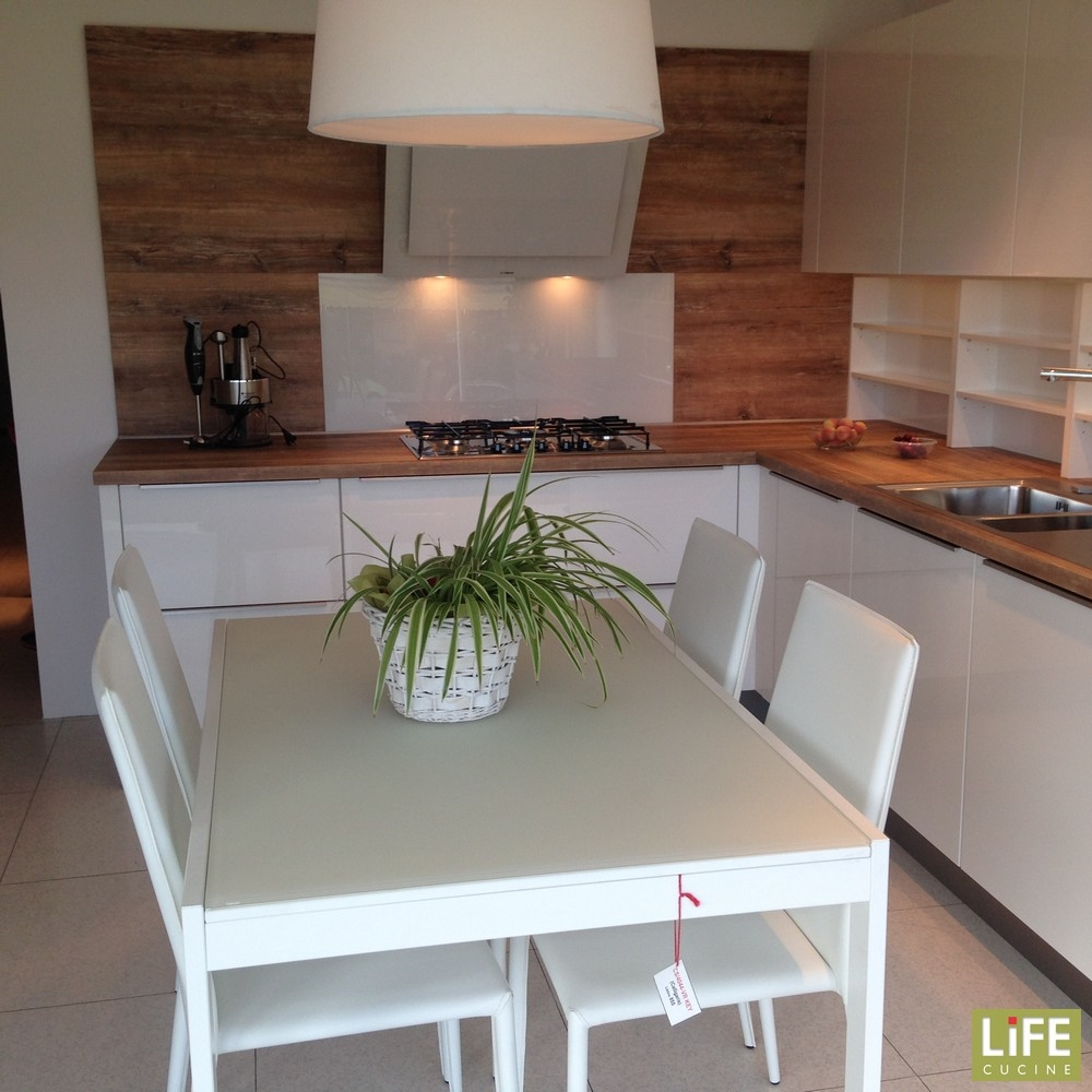 Cucina moderna bianca lucida life ad angolo occasione for Cucine occasioni