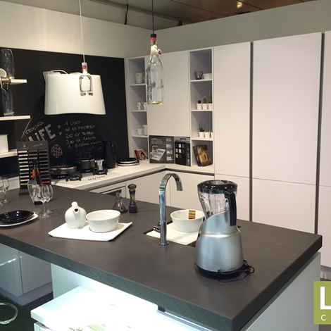 Cucina moderna life ad u bianca con penisola occasione for Cucina moderna usata roma