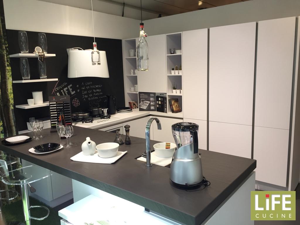 Cucina moderna life ad u bianca con penisola occasione for Cucine piccole prezzi