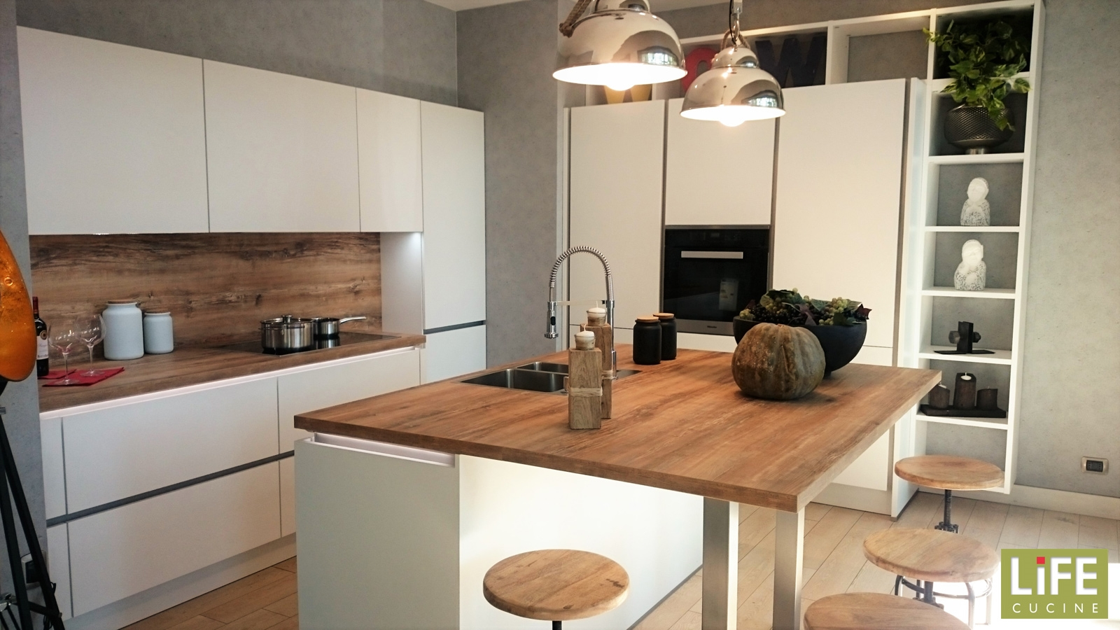 Cucina moderna life con gola e isola centrale for Cucine piccole con isola