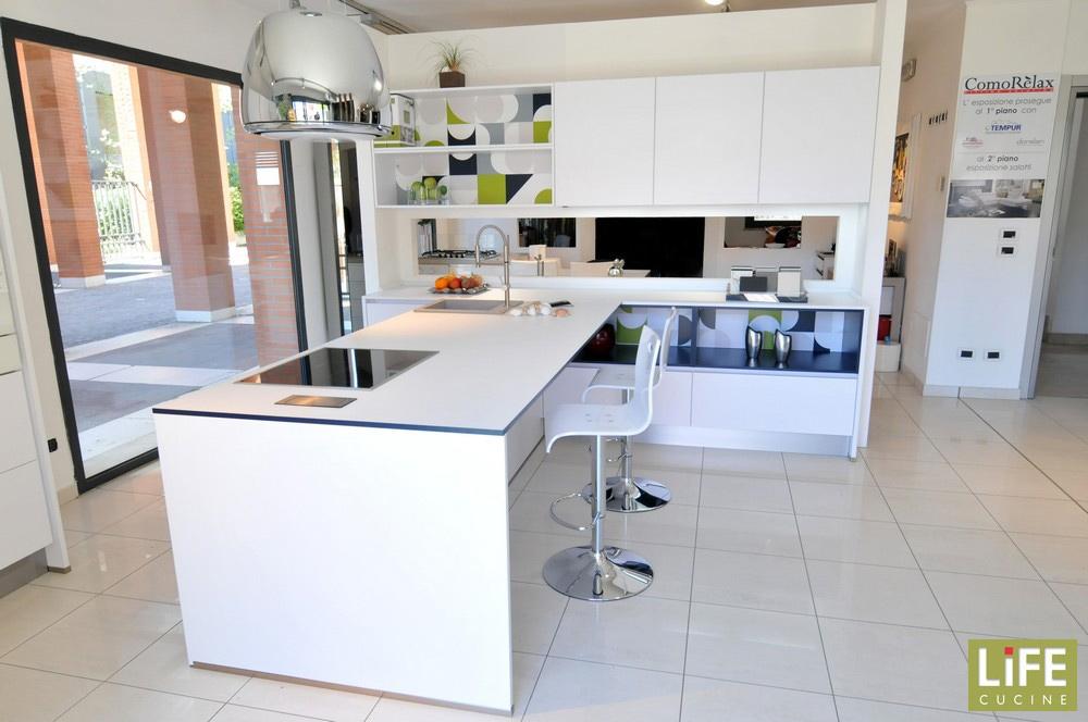 Cucina moderna life con penisola elettrodomestici alta for Cucine miele catalogo