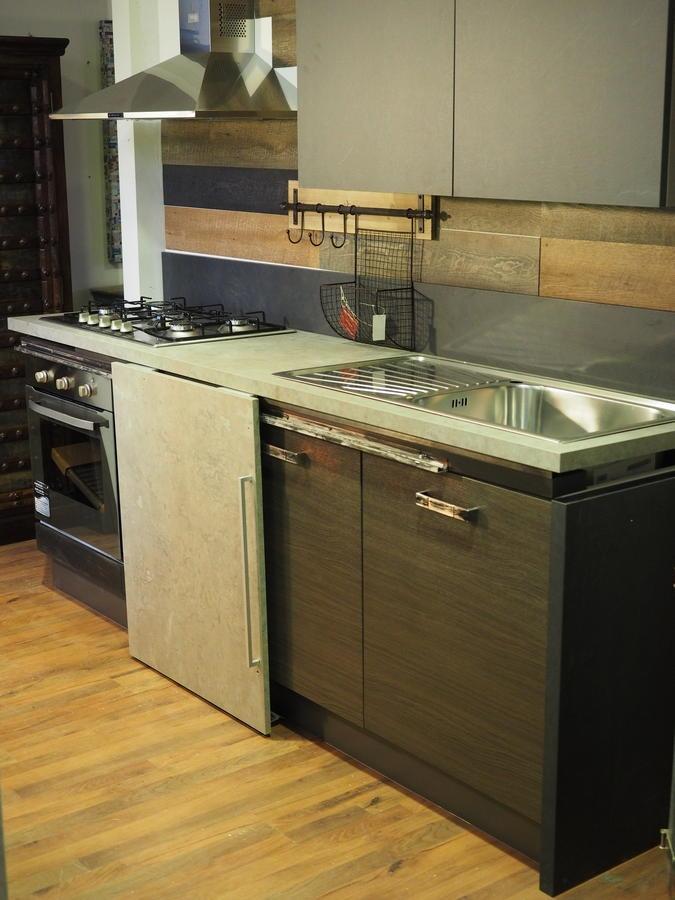 Cucina moderna linea industrial con anta scorrevole top cemento essenza stone cucine a prezzi - Cucine in linea ...