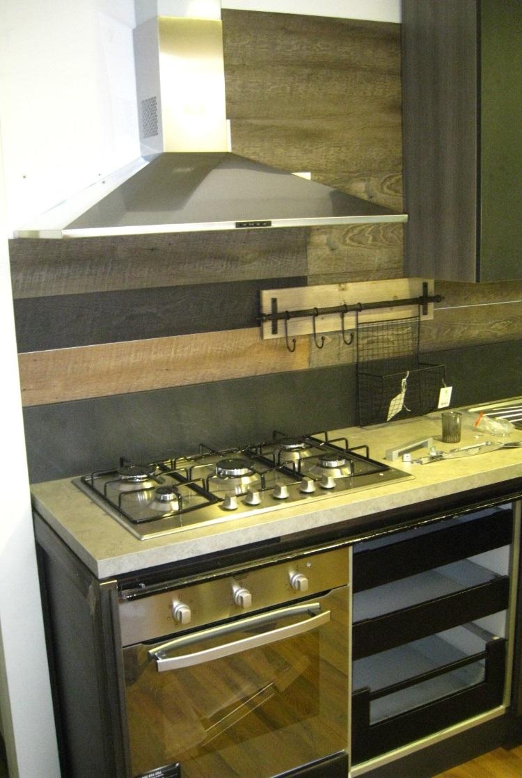 Cucina moderna linea industrial con anta scorrevole top cemento essenza stone cucine a prezzi - Top cucina stone ...
