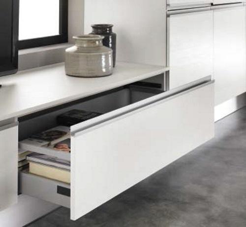 Cucina moderna lineare con gola bianca in offerta - Tappeti per cucine ...
