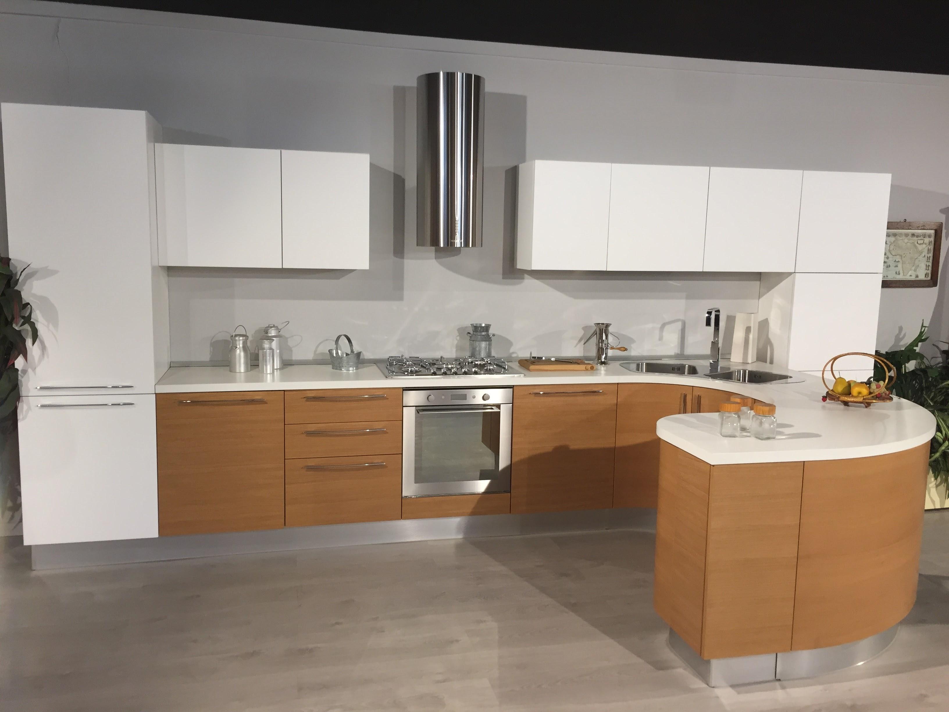 Cucina moderna lineare con penisola tonda modello zen scontata del 65 cucine a prezzi scontati - Cucina con penisola ...
