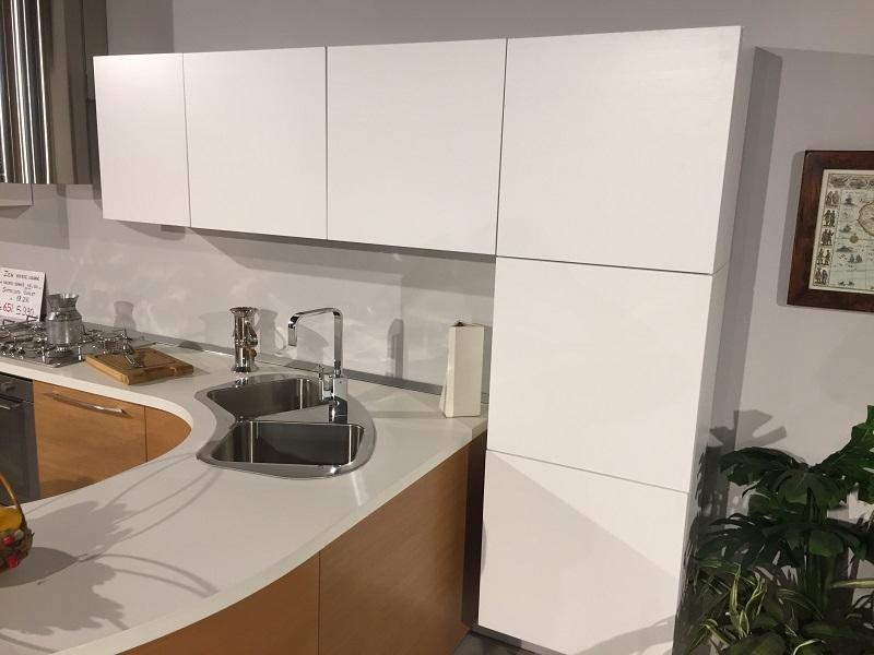 Cucina moderna lineare con penisola tonda modello zen - Colonna dispensa cucina ...