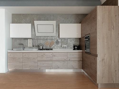 Cucina finitura effetto legno con dispensa ad angolo for Cucina moderna 2018 pdf