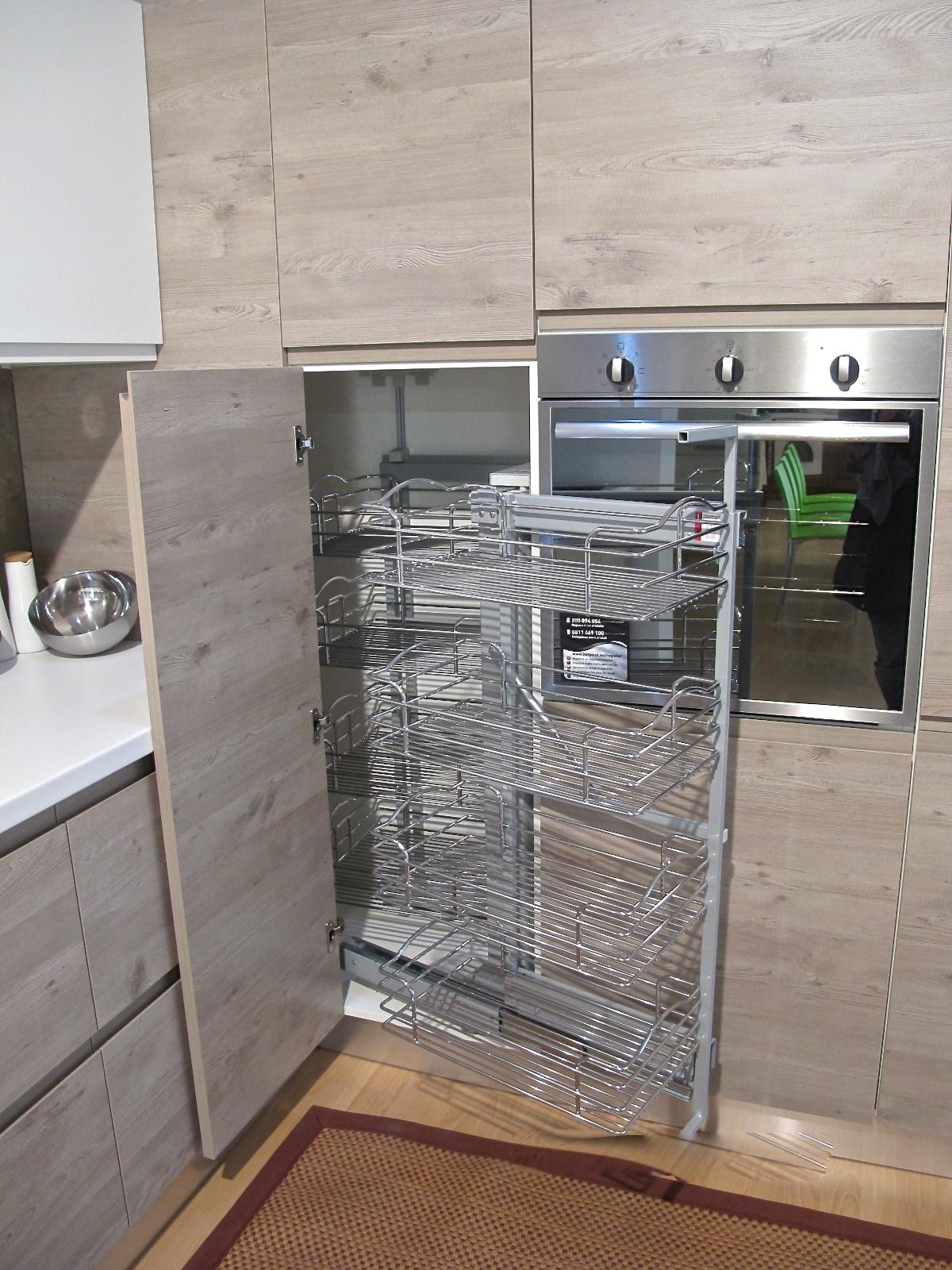 Cucina finitura effetto legno con dispensa ad angolo sconto del 59 cucine a prezzi scontati - Cucine moderne con dispensa ...