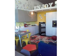 Cucina moderna lineare Doimo cucine Easy & City a prezzo scontato