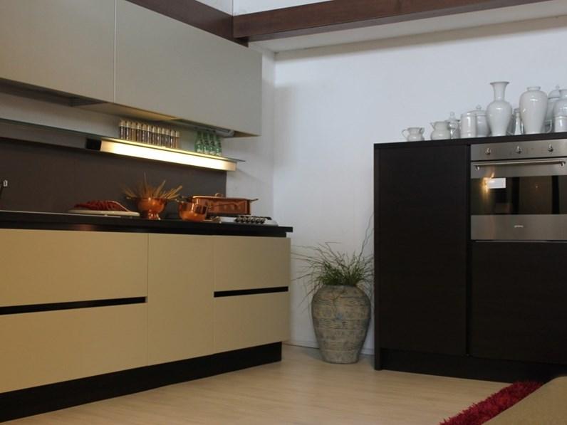Cucina moderna lineare filotabula euromobil laccata e legno - Cucina moderna laccata ...