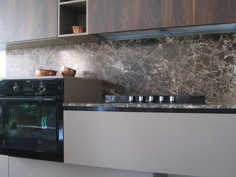 Cucina moderna lineare materia doimo cucine top e alzata in marmo in offerta outlet - Vernice per bagno al posto delle piastrelle ...