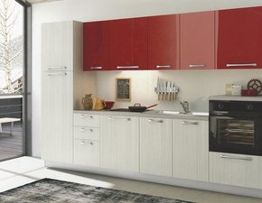 Cucina moderna con abbinamento finitura lino e ante colore rosso lucido scontata