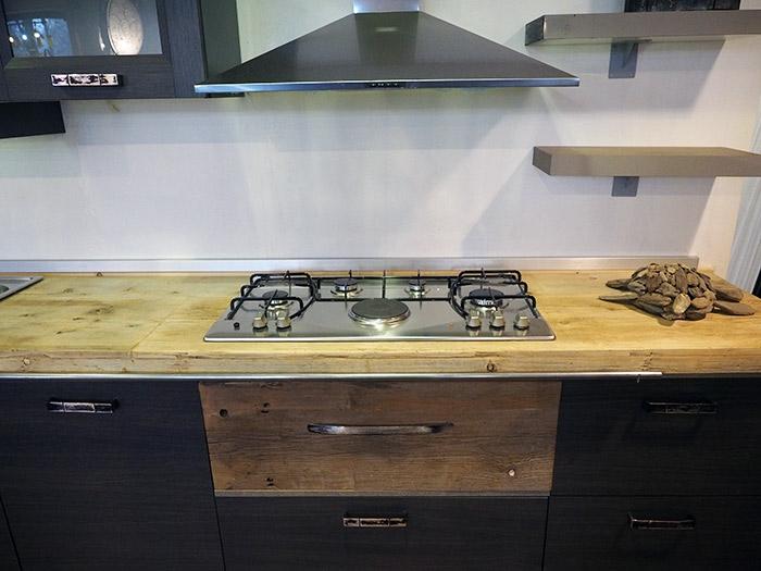 Mobili in ferro per cucina design casa creativa e mobili for Cucina lineare offerta