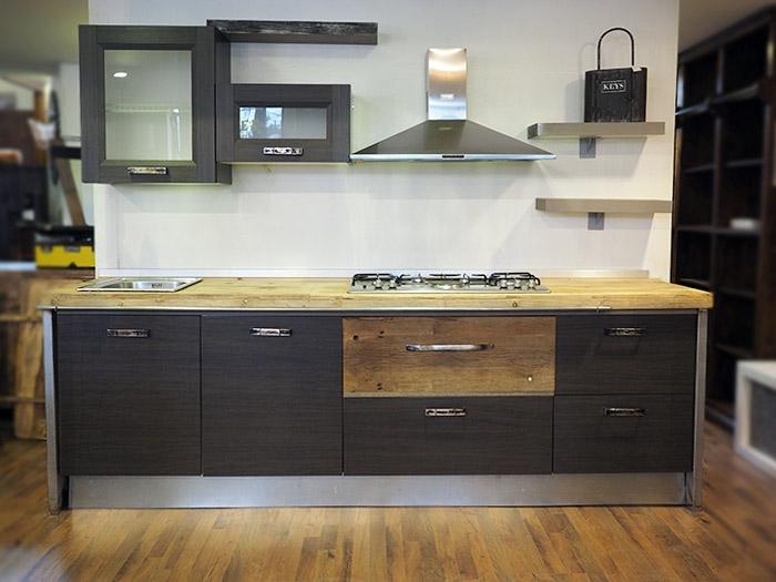 Cucina moderna lineare vero industriale legno e ferro in for Cucina stile industriale