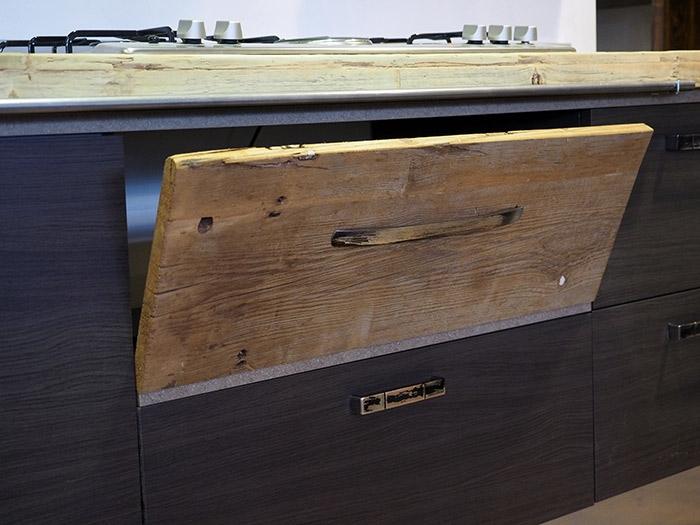 Cucina moderna lineare vero industriale legno e ferro in for Mobili industriali vintage