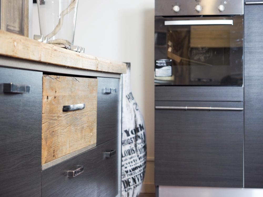 cucina moderna lineare vero industriale legno e ferro in ...