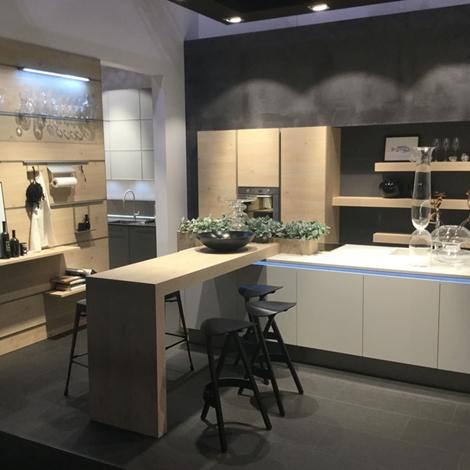 Cucina moderna nolte con isola bianca opaca e legno - Cucina bianca moderna con isola ...