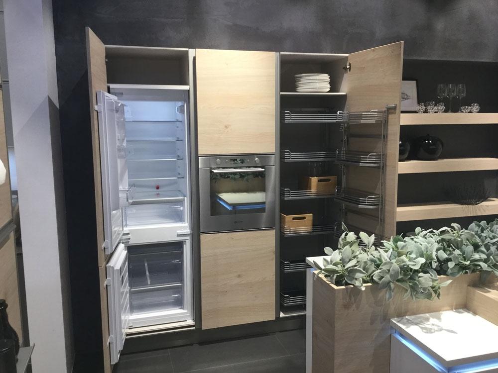Cucina moderna nolte con isola bianca opaca e legno scontata del 59 cucine a prezzi scontati - Cucina bianca opaca ...