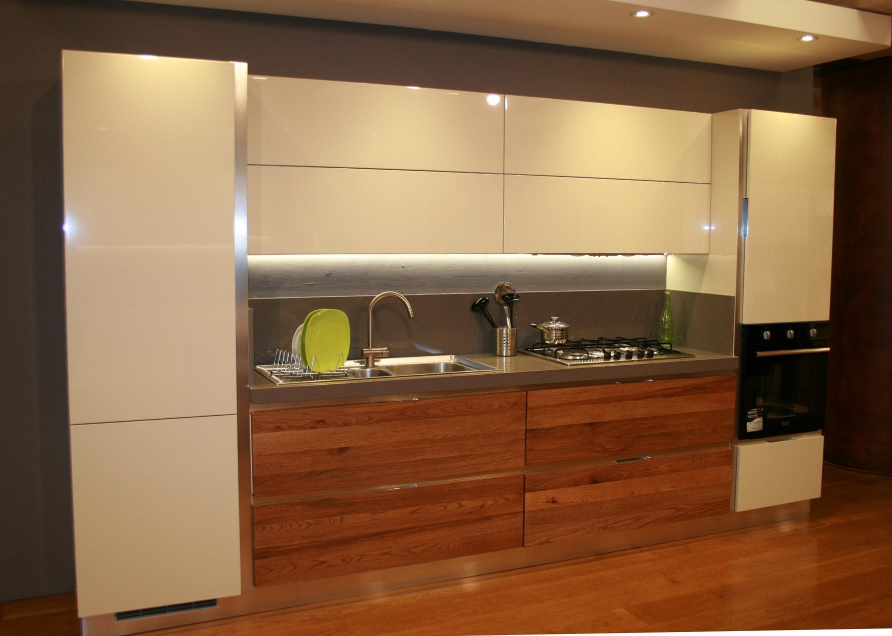 lavello cucina grigio: cucina moderna particolare - cucine a ... - Cucina Moderna Usata