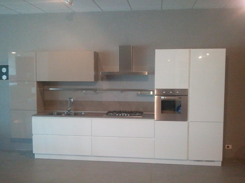 Cucina moderna scontata 3510 cucine a prezzi scontati - Cucina bianca lucida ...