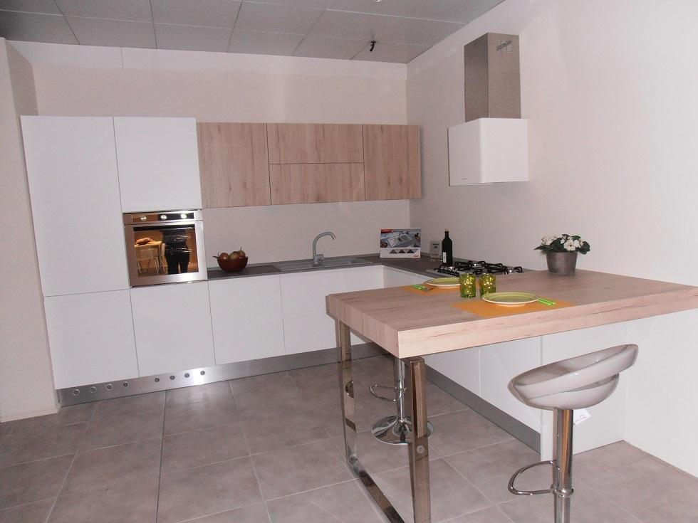 Svendita cucina moderna senza maniglia in offerta cucine - Cucina senza piastrelle ...