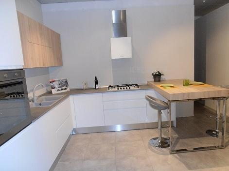 Svendita cucina moderna senza maniglia in offerta cucine for Cucine bianche classiche prezzi