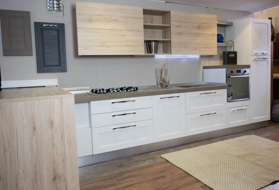 Cucina moderna shabby con penisola in offerta convenienza - Cucina bianca moderna con isola ...