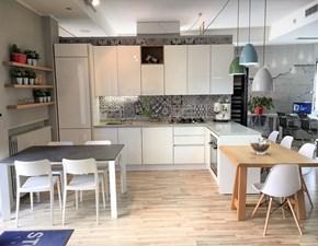 Cucina moderna Stosa Cucine ALEVE' con penisola in laccato lucido UV