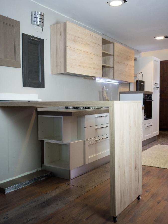Cucina moderna vintage in legno con penisola mobile for Isola mobile cucina