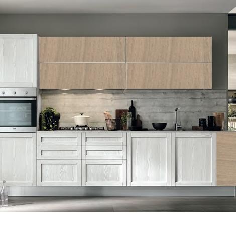 Cucina moderna vintage lineare ante legno essenza rovere chiaro e white in offerta cucine a - Dipingere ante cucina in legno ...