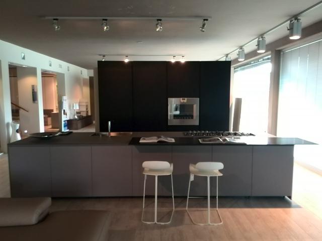 Cucina Modulnova Blade vetro/alluminio scontato del -69 % - Cucine ...
