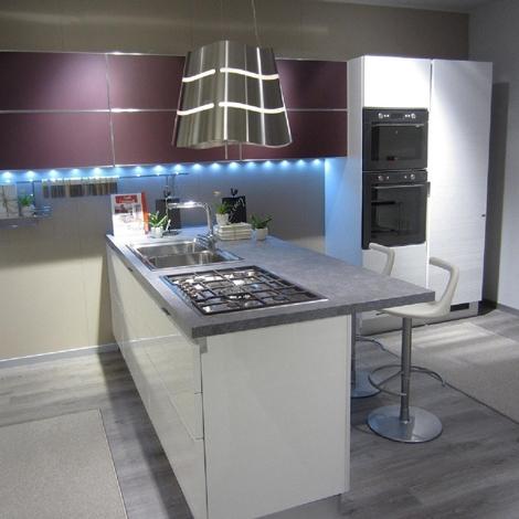 Emejing cucina scavolini bianca laccata ideas ridgewayng - Cucina bianca laccata lucida ...