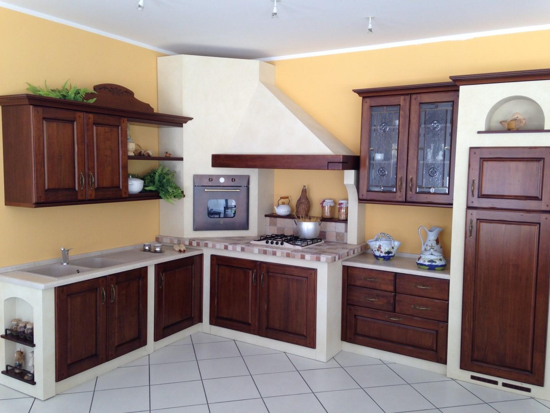 ... 41 % grande offerta per rinnovo mostra su questa cucina in muratura