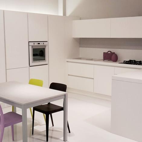Cucina Arcos laccato bianco goffrato 9900€