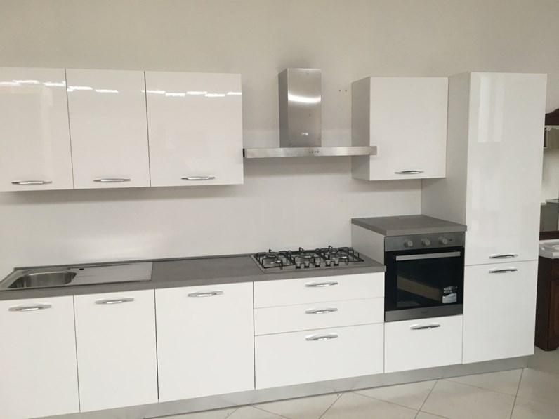 Cucina net cucine ambra prezzo outlet for Il mercatone dell arredamento di fizzonasco