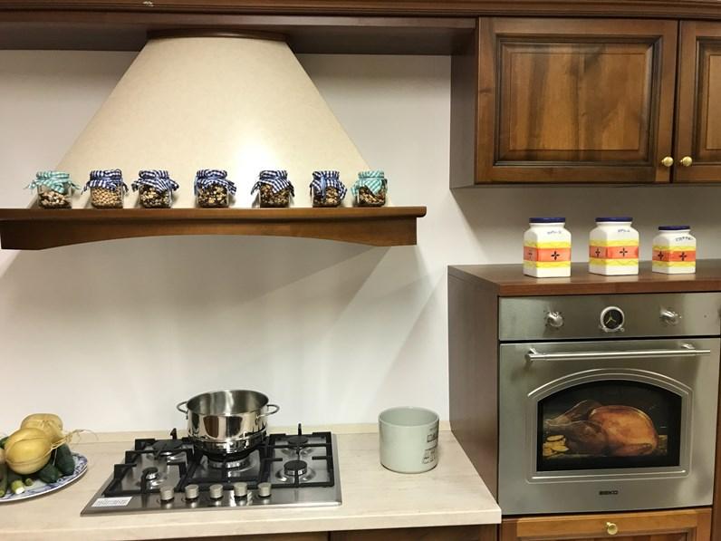 Cucina noce classica ad angolo aurora di gm cucine in offerta for Cucine di marca in offerta