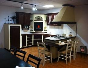 Cucina noce in muratura con penisola Cucina massello  Giaconi & raponi scontata