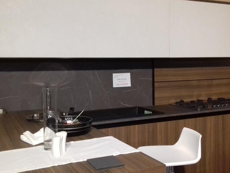 Cucina noce moderna ad angolo kali 39 arredo3 scontata for Arredo3 kali prezzo