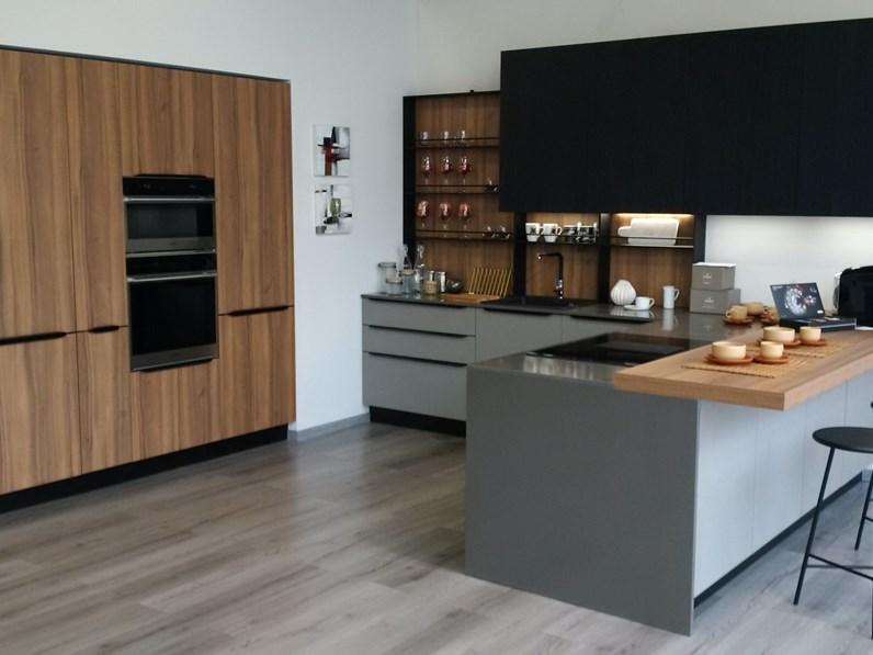 Cucina Noce Moderna.Cucina Noce Moderna Con Penisola Kali Riga Arredo3 In Offerta