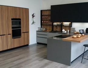 Cucina noce moderna con penisola Kali riga Arredo3 in offerta