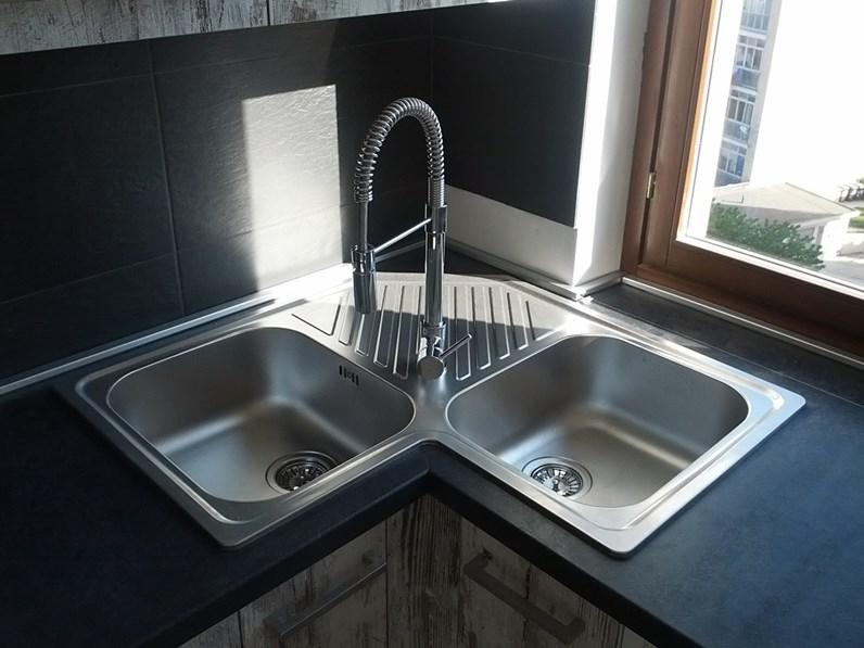 Cucina nuovi mondi cucine cucina etno seta e abete decape 39 moderna legno - Lavello cucina angolare ...