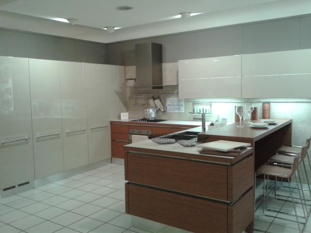 ... composizione cucina laccata lucido grigio corda e legno teak cucina