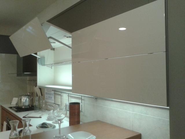 Veneta cucine ad angolo scontata del 57 cucine a prezzi - Cucina moderna laccata ...